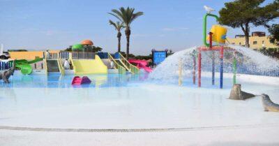 AquaVera es un parque acuático con muchas atracciones para niños y piscinas infantiles